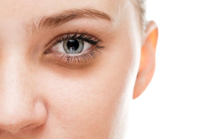 olejek migdałowy przeciw cieniom pod oczami
